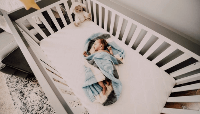 WHEN CAN BABIES HAVE BLANKETS IN CRIB?